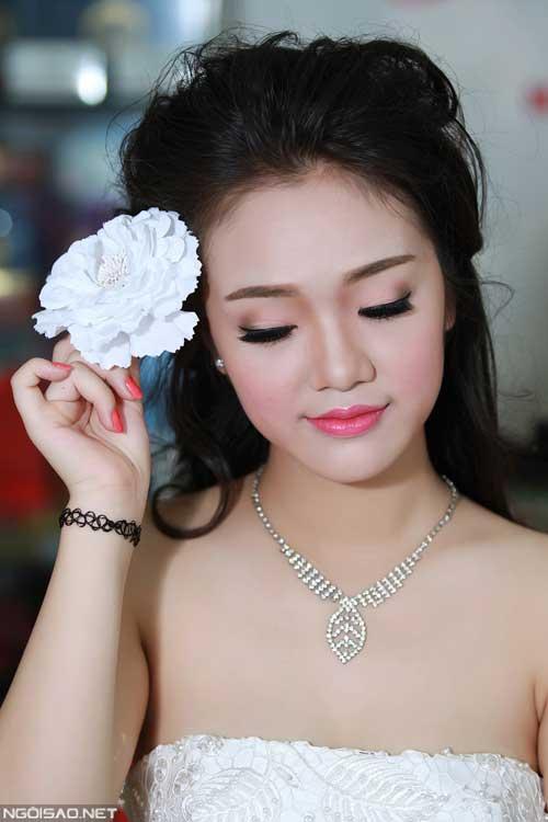 trang điểm cô dâu nhẹ nhàng