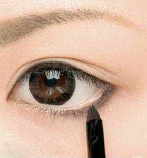 cách trang điểm làm mắt to hơn