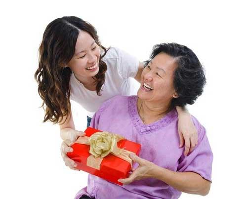 Sinh nhật mẹ nên tặng gì