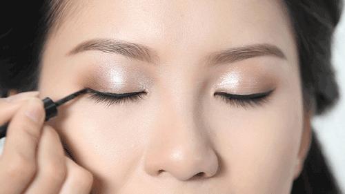 Cách trang điểm màu mắt tự nhiên