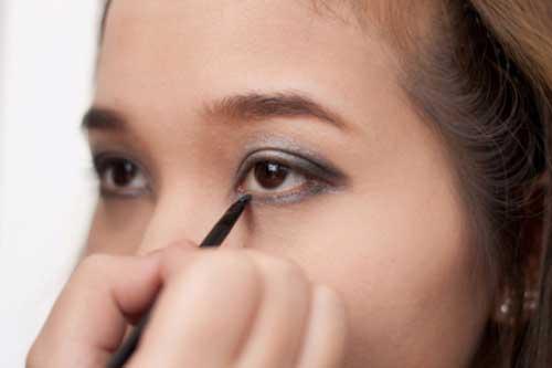Cách trang điểm bằng phấn mắt