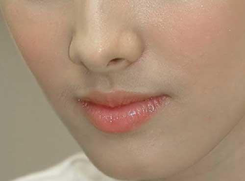 Cách trang điểm che ria mép