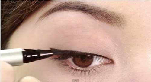 Cách trang điểm cho cô nàng mắt một mí