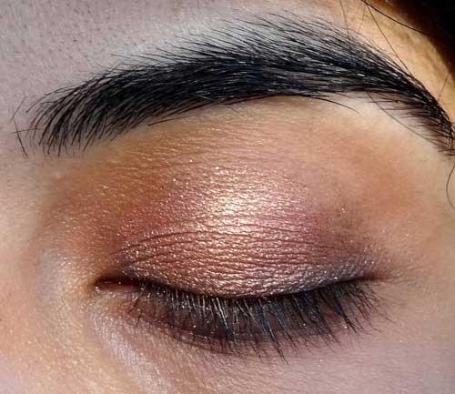 Cách trang điểm cho đôi mắt sâu