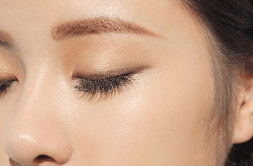 Cách tự trang điểm mắt