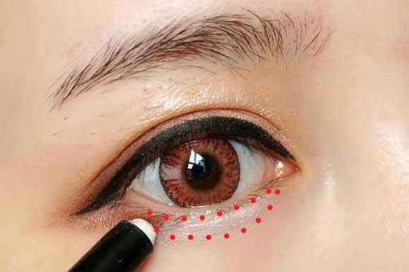 Trang điểm đôi mắt