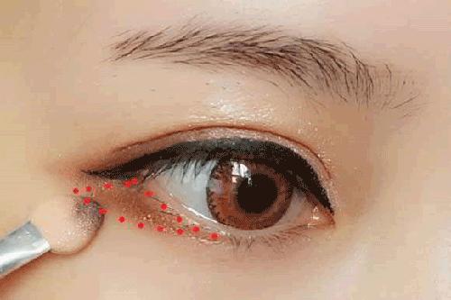 Trang điểm mắt đẹp tự nhiên