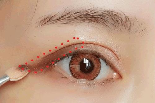 Trang điểm mắt đơn giản