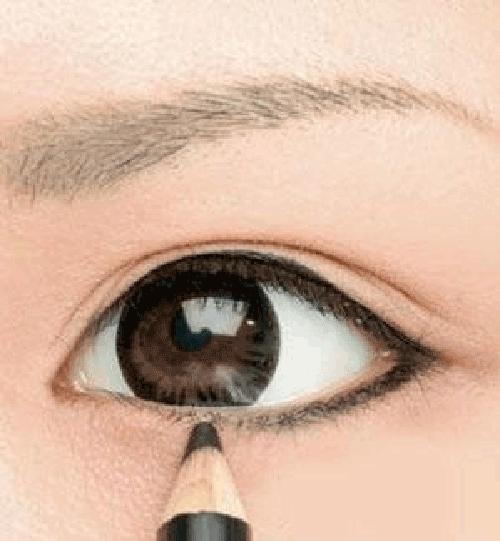 Trang điểm mắt to tự nhiên