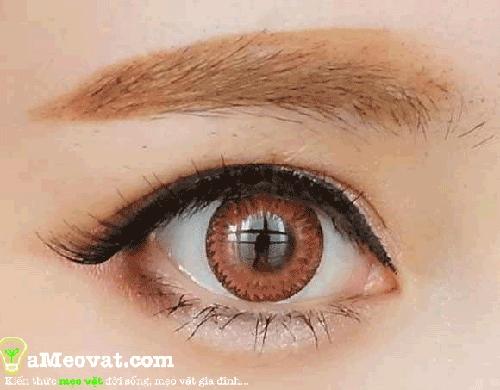 Các bước trang điểm mắt đơn giản