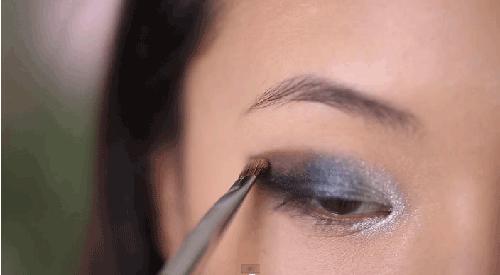 Trang điểm mắt khói đen