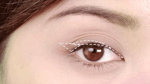 Cách trang điểm cho mắt mí rưỡi
