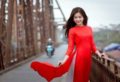 Cách trang điểm phù hợp với áo dài