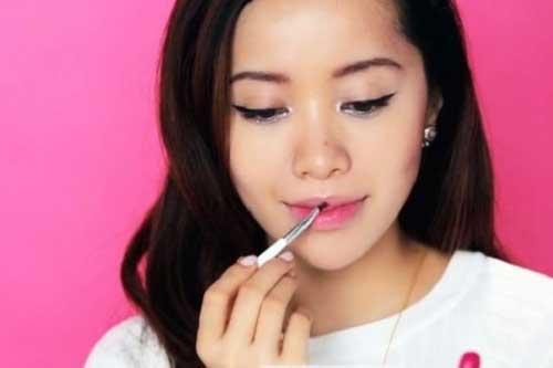 Cách trang điểm son lòng môi